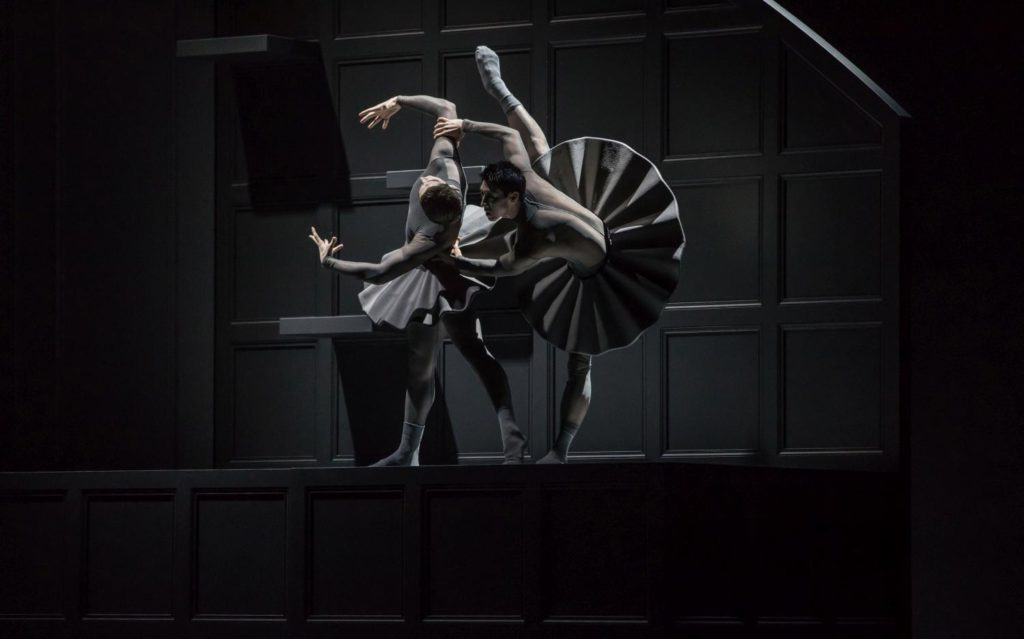 "16. M.Knight and W.Chen, ""Lady with a Fan"" by D.Lee, Ballet Zurich 2017 © G.Batardon"