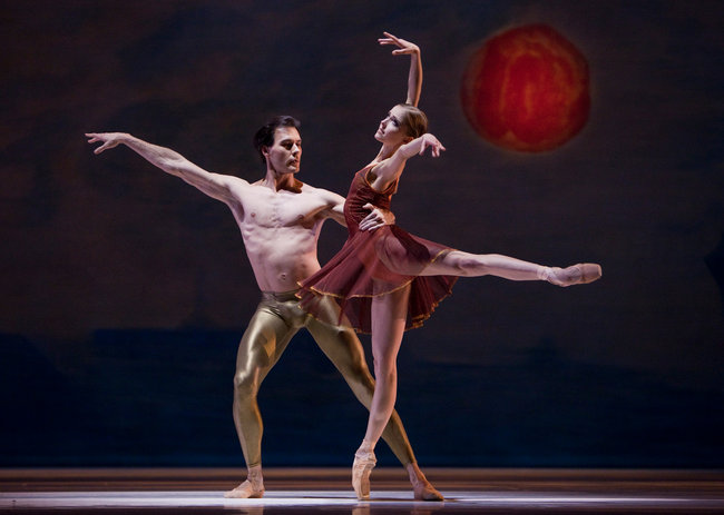 "32. A.Viheriaranta and J.Varga, ""Duet"" by C.Wheeldon, Dutch National Ballet © A.Sterling"