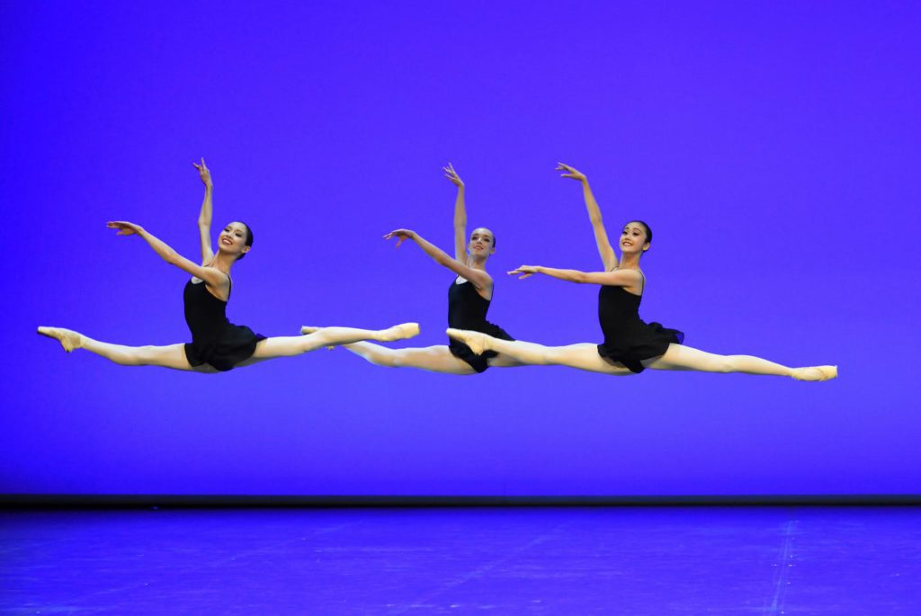 "6. A.Ray, C.Hammond and M.Amemiya, ""Excerpts from Études"" by B.and T.Matacz, John Cranko School © Stuttgart Ballet"
