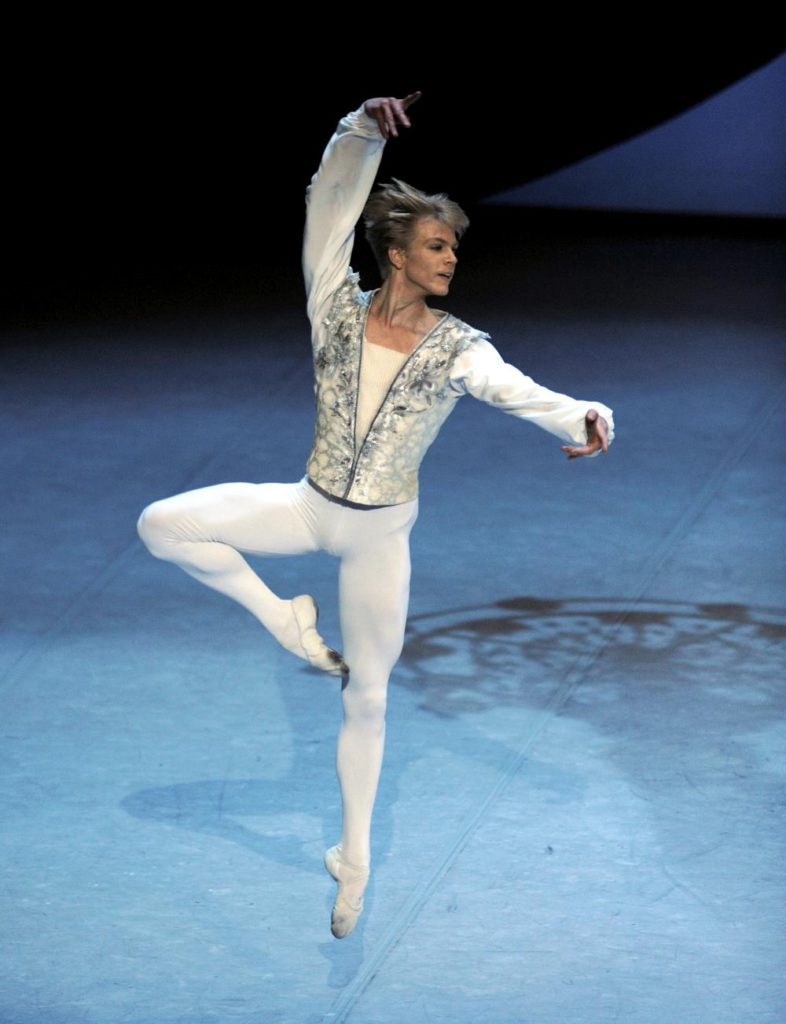 "19. Marijn Rademaker, ""Theme and Variations"" by G.Balanchine, Stuttgart Ballet © Stuttgart Ballet"