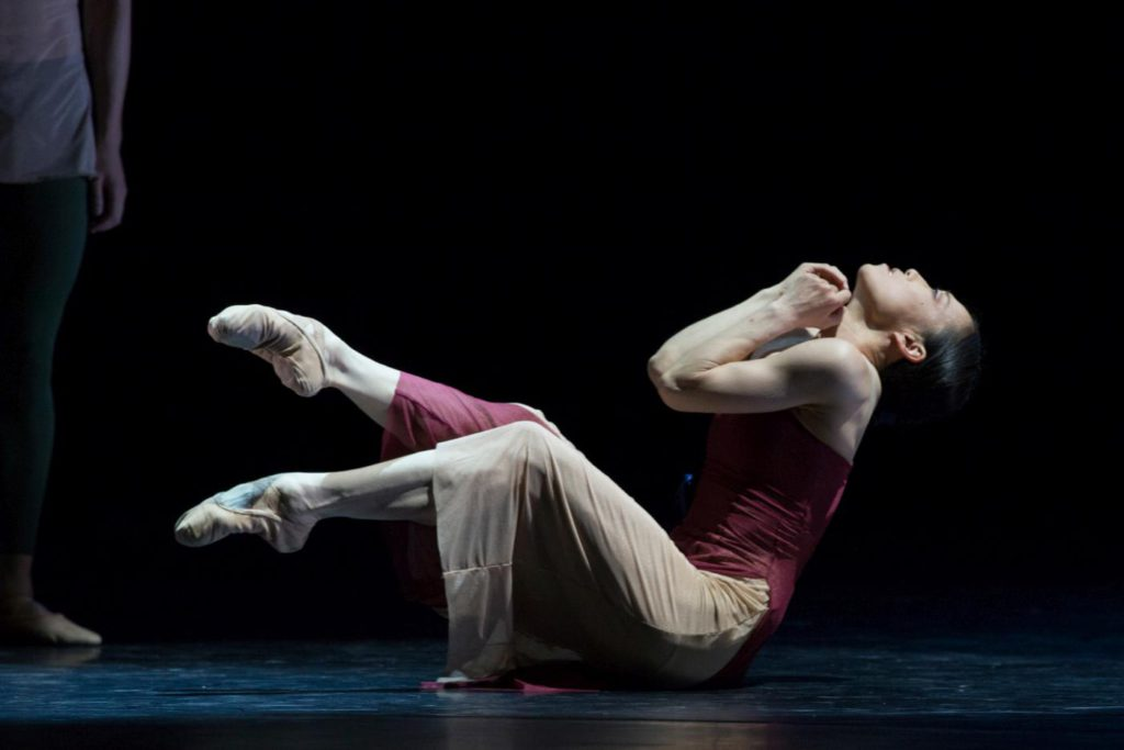 "19. Y.Kato, ""49"" by S.-Y.Kim, Ballett am Rhein © G.Weigelt"