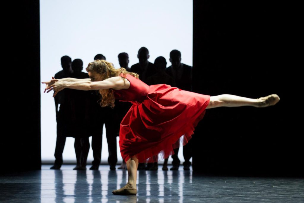 "22. C.Schoch and ensemble, ""East Coasting"" by M.Foster, Ballett am Rhein © G.Weigelt"