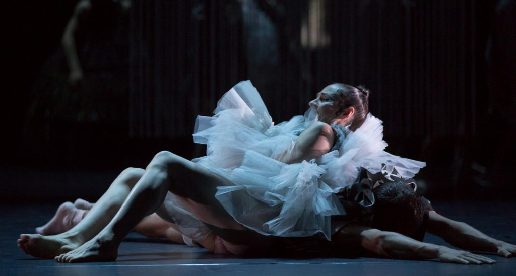 "1. C.Jaroszewski and A.Pinet, ""No Destination"" by W.S.Chan, Ballett am Rhein © G.Weigelt"