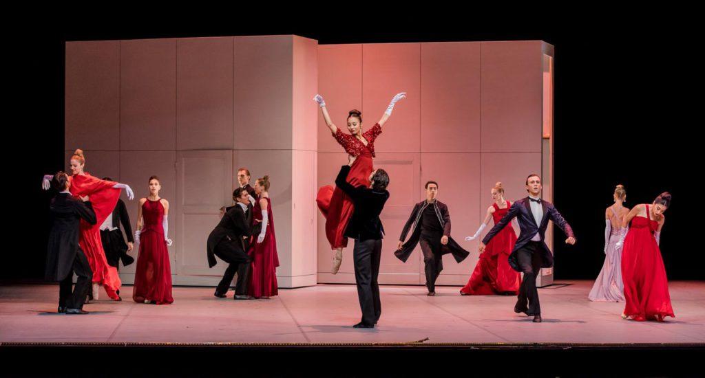 "21. D.Franconi, G.Jörgens and ensemble, ""Anna Karenina"" by J.Neumeier, Hamburg Ballet © S.Ballone"