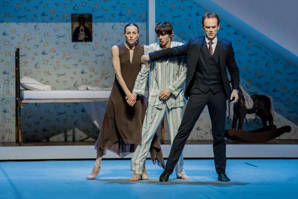 "20. A.Laudere, M.Huguet and I.Urban, ""Anna Karenina"" by J.Neumeier, Hamburg Ballet © S.Ballone"