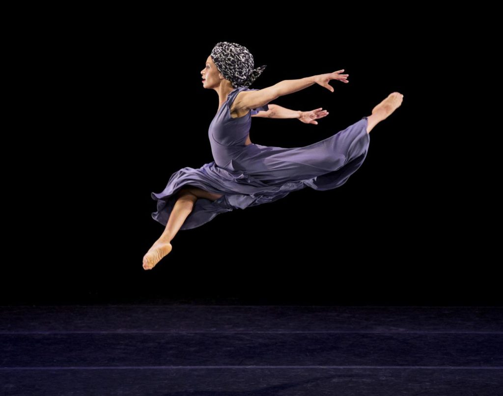 "1. B.Pereyra, ""Four Corners"" by R.K. Brown, Alvin Ailey American Dance Theater © P.Kolnik"