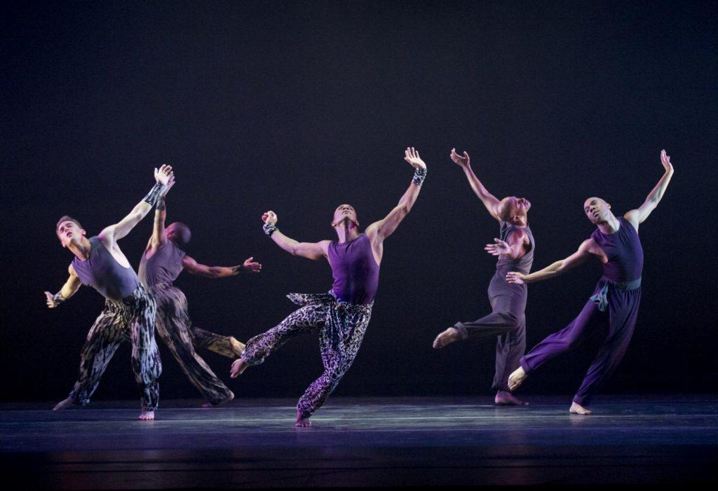 """3. Ensemble, """"Four Corners"""" by R.K. Brown, Alvin Ailey American Dance Theater © P.Kolnik"""