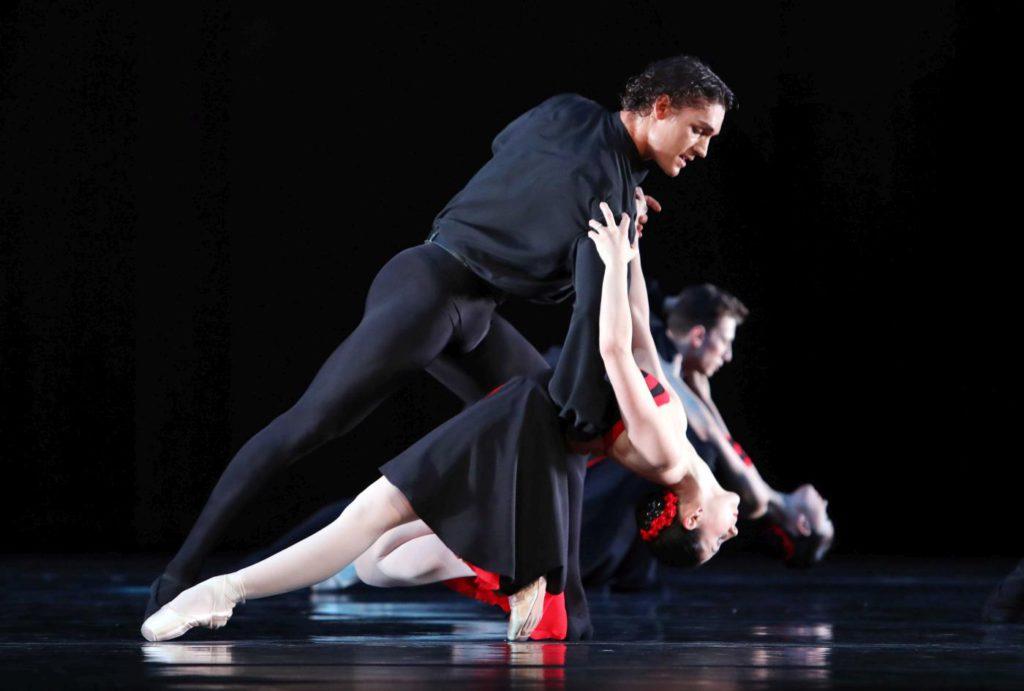 "14. D.Camargo, M.Makhateli and ensemble, ""5 Tango's"" by H.van Manen, Dutch National Ballet 2017 © H.Gerritsen"