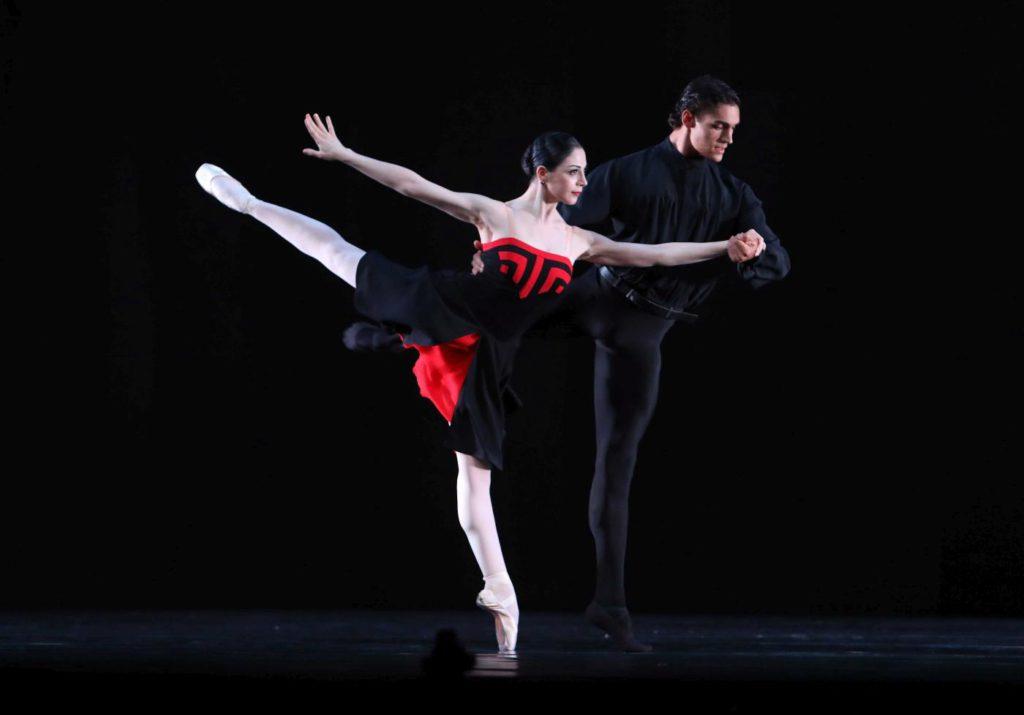 "12. M.Makhateli and D.Camargo, ""5 Tango's"" by H.van Manen, Dutch National Ballet 2017 © H.Gerritsen"