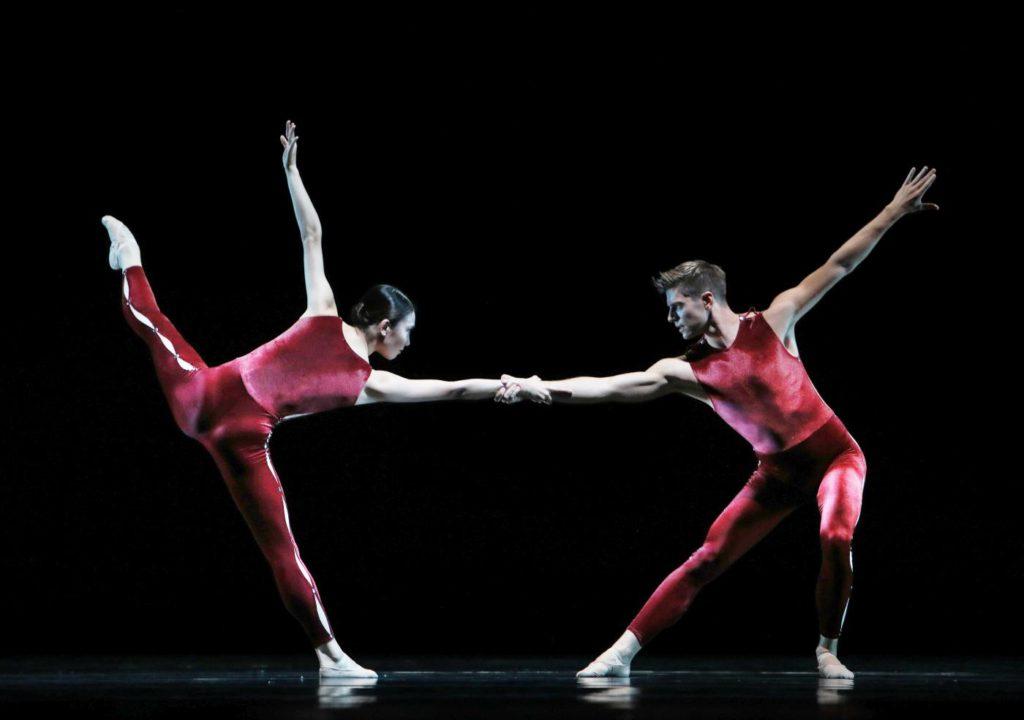 "2. Q.Liu and E.Wijnen, ""On the Move"" by H.van Manen, Dutch National Ballet 2017 © H.Gerritsen"