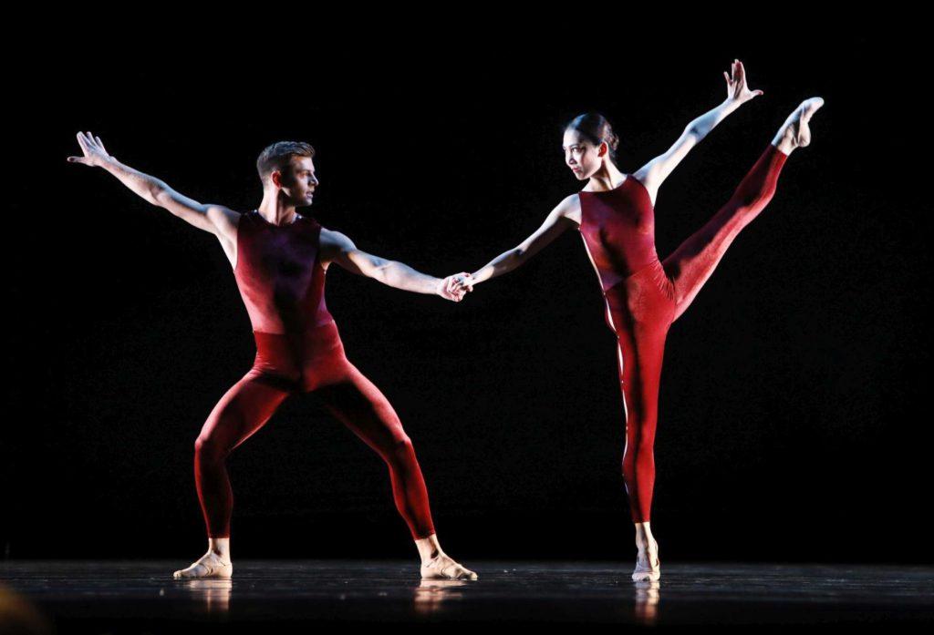 "3. E.Wijnen and Q.Liu, ""On the Move"" by H.van Manen, Dutch National Ballet 2017 © H.Gerritsen"