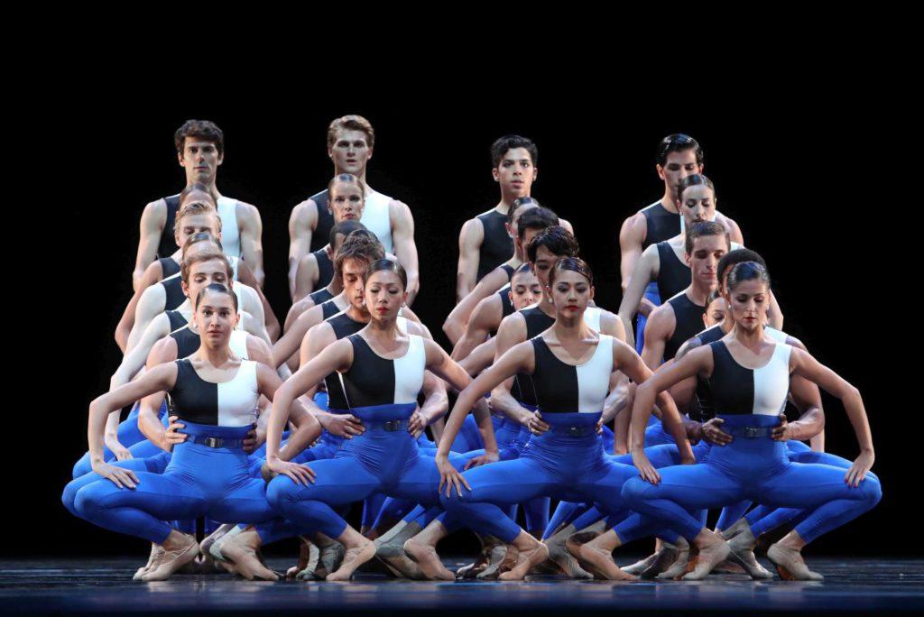 "6. Ensemble, ""Symphonieën Der Nederlanden"" by H.van Manen, Dutch National Ballet 2017© H.Gerritsen"