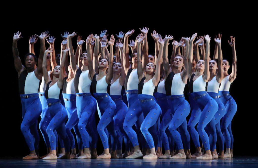"5. Ensemble, ""Symphonieën Der Nederlanden"" by H.van Manen, Dutch National Ballet 2017© H.Gerritsen"