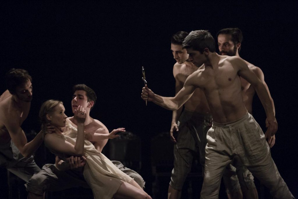 "1. E.Nowak, M.Esposito, G.Melfi, L.Alberti, D.Ozeri and V.Kezik, ""Darkness"" by I.Weiss, Polish National Ballet 2017 © Polish National Ballet / E.Krasucka"