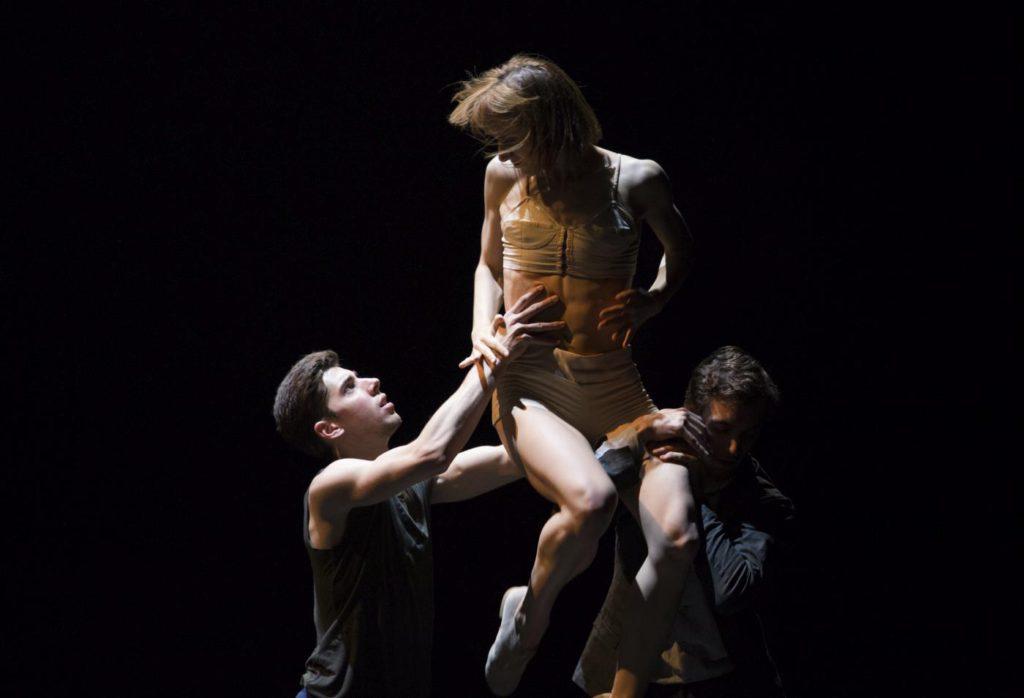 "6. N.Pasiut, G.Melfi and M.Esposito, ""Darkness"" by I.Weiss, Polish National Ballet 2017 © Polish National Ballet / E.Krasucka"
