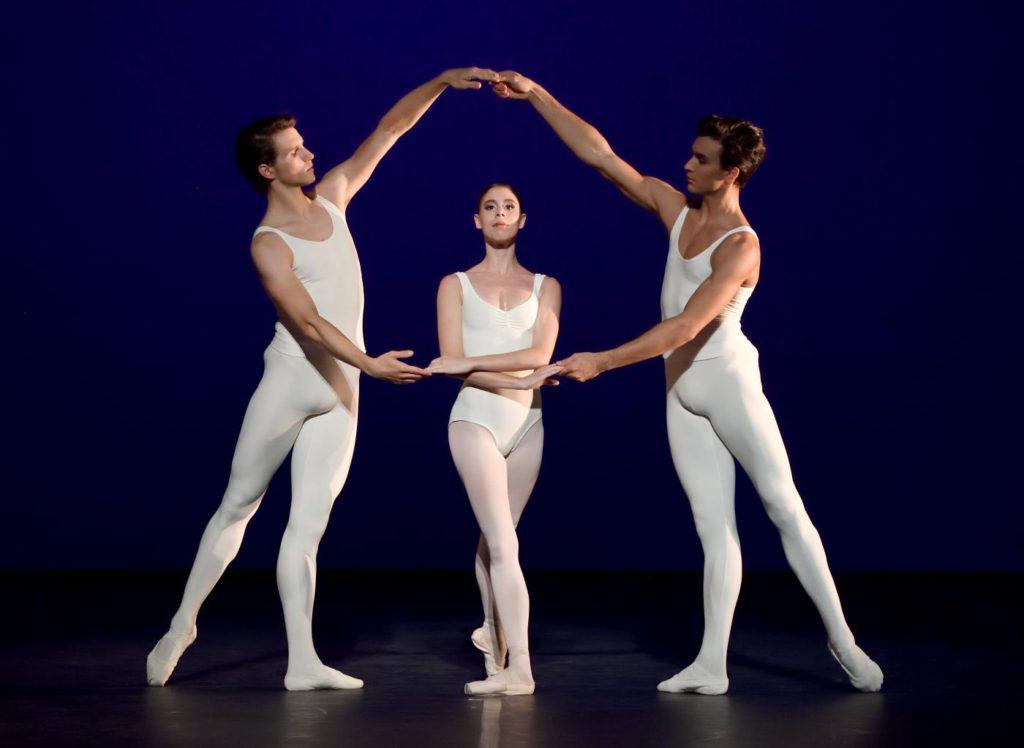 """3. D.Moore, E.Badenes and M.F.Paixà, """"L'Estro Armonico"""" by J.Cranko, Stuttgart Ballet 2017 © Stuttgart Ballet"""