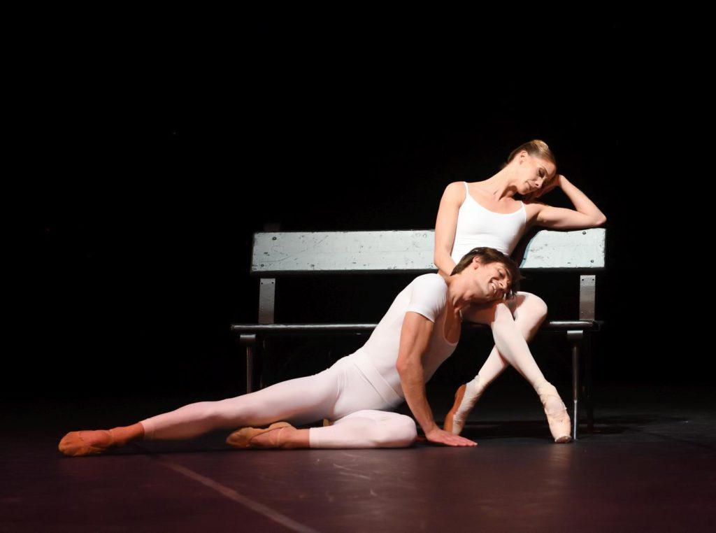 """6. F.Vogel and A.Amatriain, """"Brouillards"""" by J.Cranko, Stuttgart Ballet 2017 © Stuttgart Ballet"""