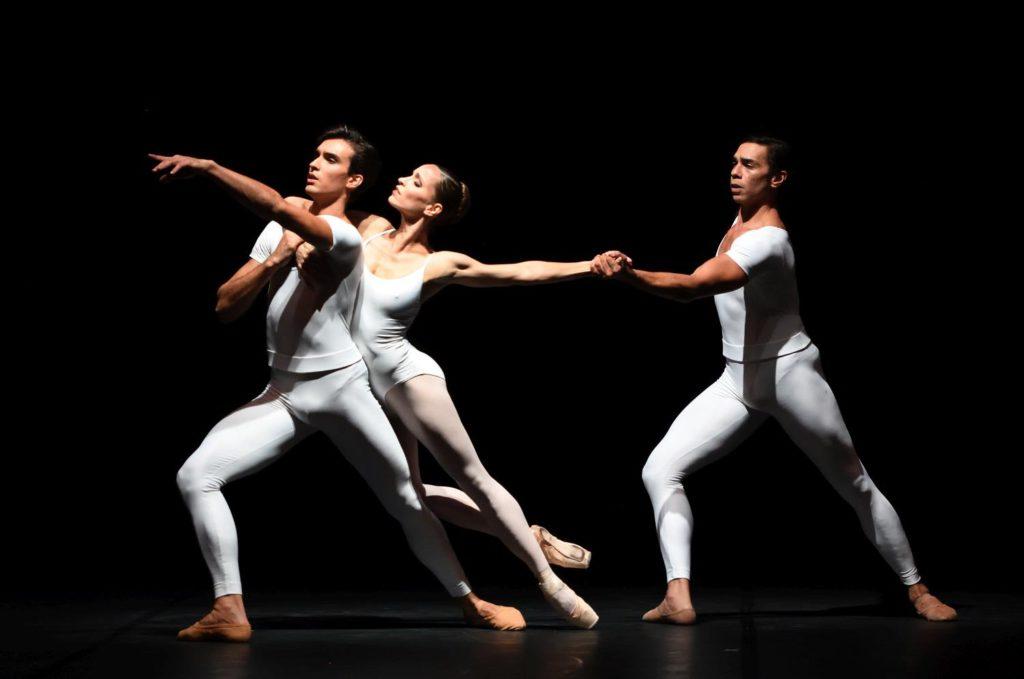 "7. M.F.Paixà, M.Kacerova and J.Reilly, ""Brouillards"" by J.Cranko, Stuttgart Ballet 2017 © Stuttgart Ballet"