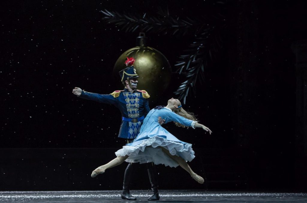 "12. W.Moore and M.Willems, ""Nutcracker and Mouse King"" by C.Spuck, Ballet Zurich 2017 © G.Batardon"