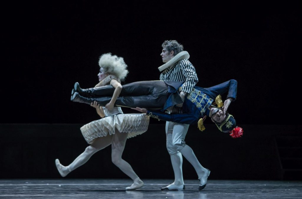 "13. W.Moore, Y.Han and M.Knight, ""Nutcracker and Mouse King"" by C.Spuck, Ballet Zurich 2017 © G.Batardon"