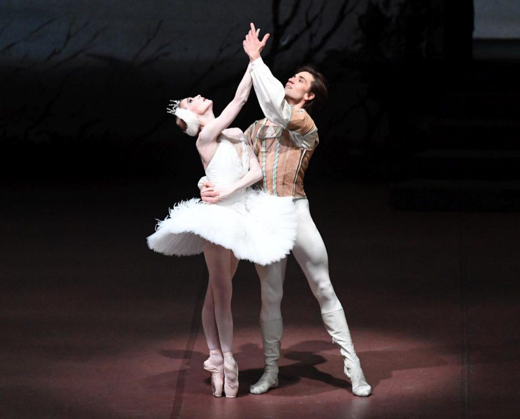 """1. A.Amatriain and F.Vogel, """"Swan Lake"""" by J.Cranko, Stuttgart Ballet 2017 © Stuttgart Ballet"""