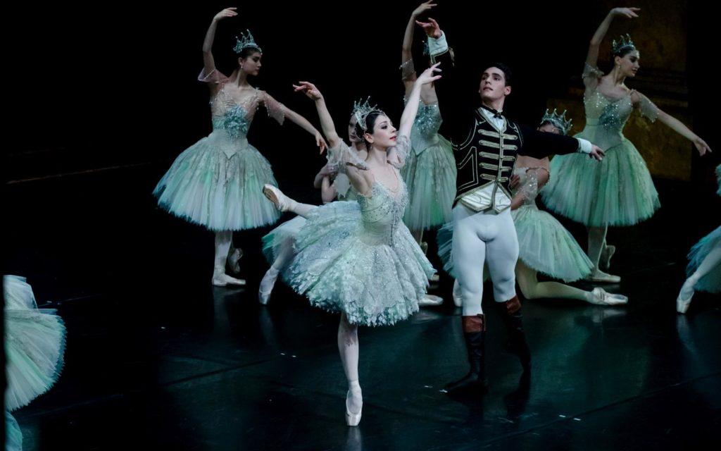 "16. M.Makhateli, D.Camargo and ensemble, ""The Sleeping Beauty"" by P.Wright after M.Petipa, Dutch National Ballet 2017 © A.Kaftira"