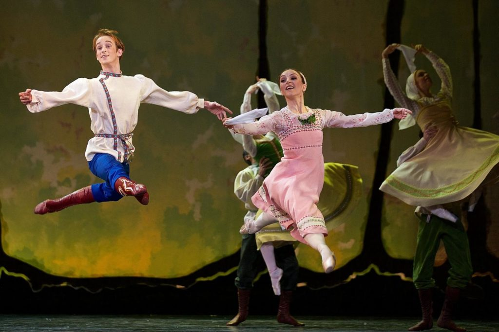 "11. M.Šust, A.Kramešová and ensemble, ""The Snow Queen"" by M.Corder, Czech National Ballet © D.Wharton"