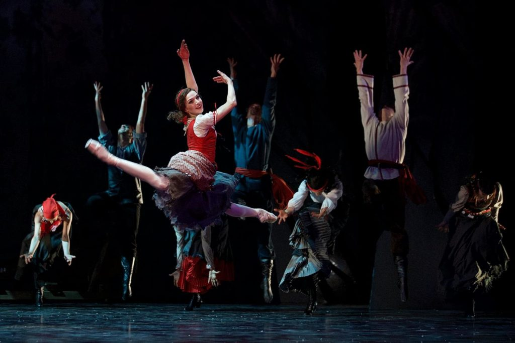 "6. M.Wenzelová and ensemble, ""The Snow Queen"" by M.Corder, Czech National Ballet © D.Wharton"