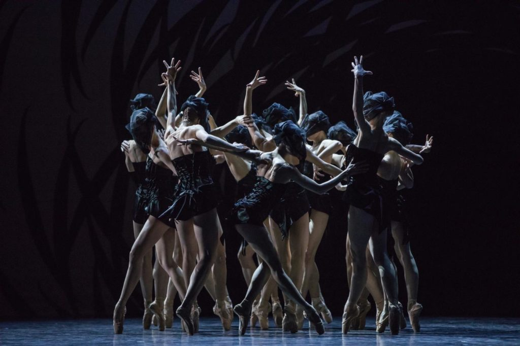 "9. Ensemble of Ballet Zurich and dancers of the Junior Company, ""Emergence"" by Crystal Pite, Ballet Zurich © G.Batardon"