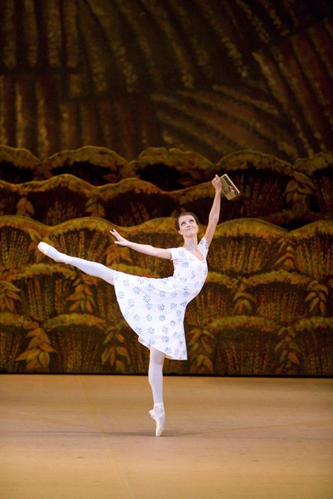 "2. N.Kaptsova, ""The Bright Stream"" by A.Ratmansky, Bolshoi Ballet © Bolshoi Theatre / D.Yusupov"
