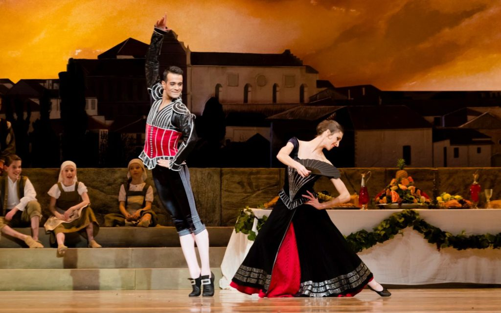 "6. V.Mazzeo, F.Eimers and ensemble, ""Don Quixote"" by M.Petipa, A.Gorski and A.Ratmansky, Dutch National Ballet 2018 © A.Kaftira"