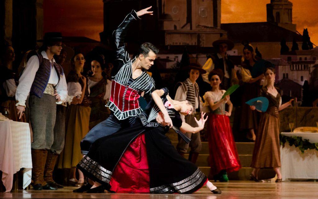 "7. V.Mazzeo, F.Eimers and ensemble, ""Don Quixote"" by M.Petipa, A.Gorski and A.Ratmansky, Dutch National Ballet 2018 © A.Kaftira"