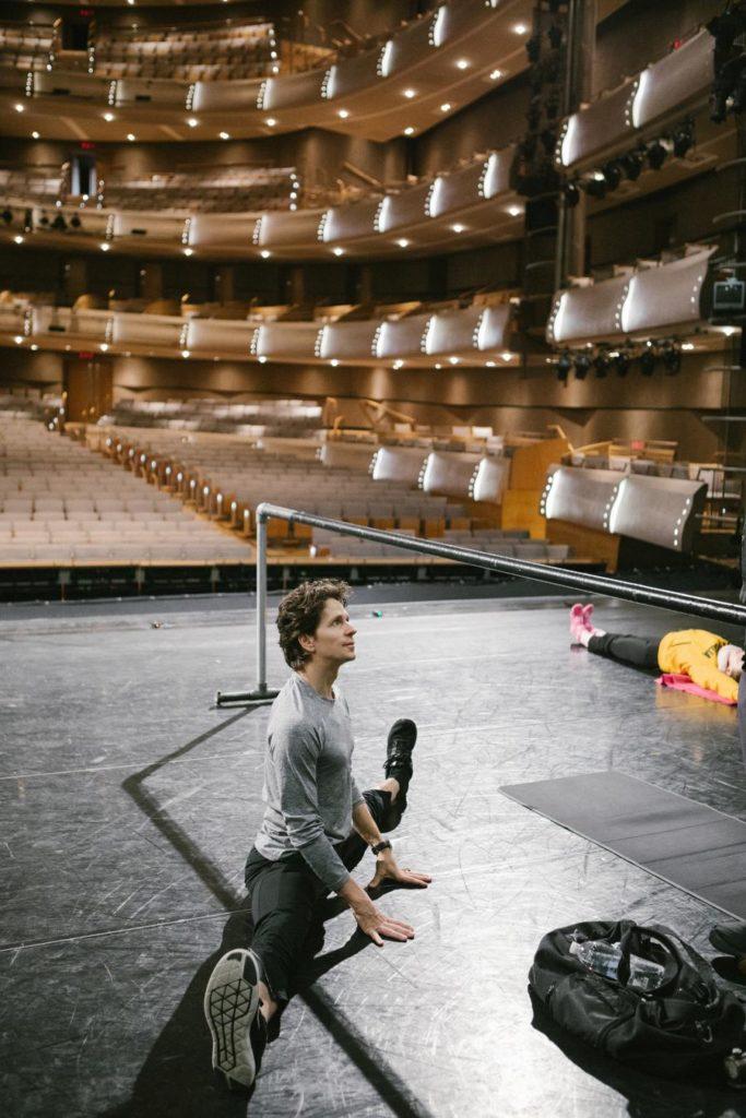 17. G.Côté in company class, The National Ballet of Canada 2017 © The National Ballet of Canada / K.Kuras
