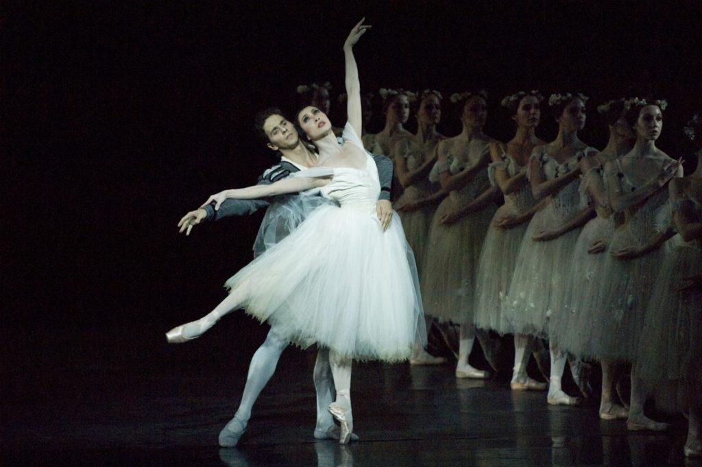 "13. X.N.Yu, G.Côté and corps de ballet, ""Giselle"" by Sir P.Wright, The National Ballet of Canada 2007 © The National Ballet of Canada / D.Cooper"