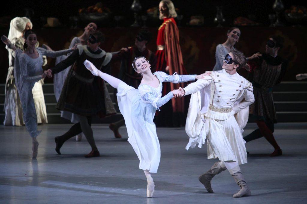 "7. E.Obraztsova, I.Alexeyev and corps de ballet, ""Romeo and Juliet"" by A.Ratmansky, Bolshoi Ballet 2018 © Bolshoi Ballet / E.Fetisova"