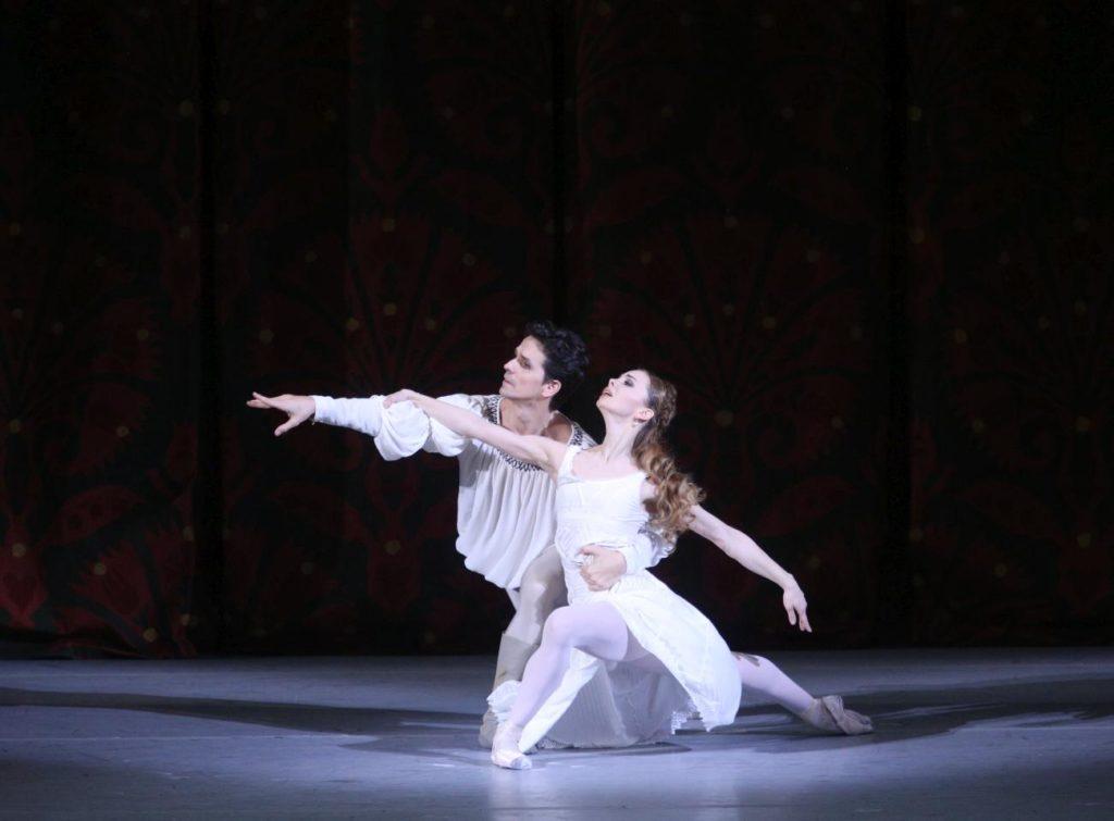 "11. G.Côté and E.Obraztsova, ""Romeo and Juliet"" by A.Ratmansky, Bolshoi Ballet 2018 © Bolshoi Ballet / E.Fetisova"