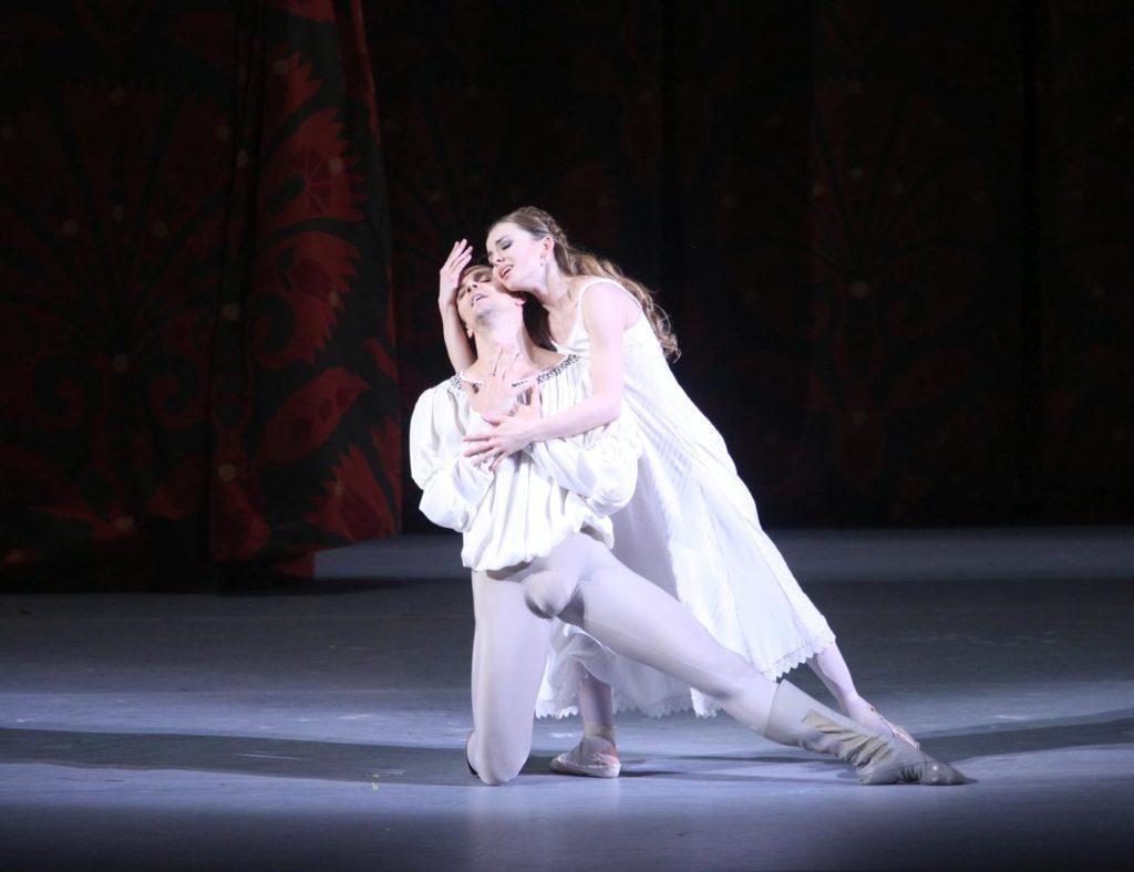 "10. G.Côté and E.Obraztsova, ""Romeo and Juliet"" by A.Ratmansky, Bolshoi Ballet 2018 © Bolshoi Ballet / E.Fetisova"