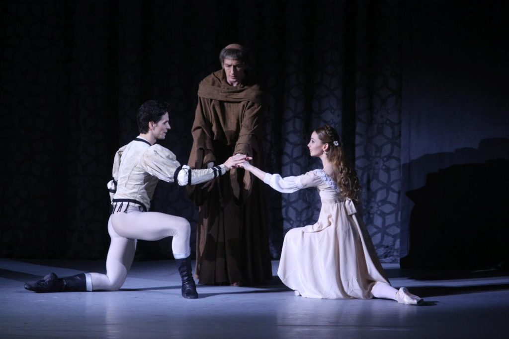 "8. G.Côté, Y.Ostrovsky and E.Obraztsova, ""Romeo and Juliet"" by A.Ratmansky, Bolshoi Ballet 2018 © Bolshoi Ballet / E.Fetisova"