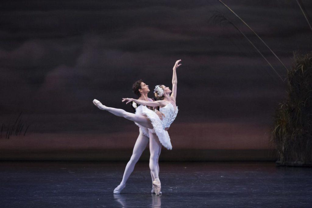 "10. G.Côté and H.Ogden, ""Swan Lake"" by J.Kudelka, The National Ballet of Canada 2017 © The National Ballet of Canada / A.Antonijevic"