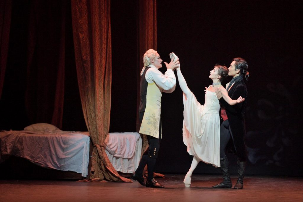 "3. J,Streeter, A.Cojocaru and J.Cirio, ""Manon"" by K.MacMillan, English National Ballet 2019 © ENB / L.Liotardo"