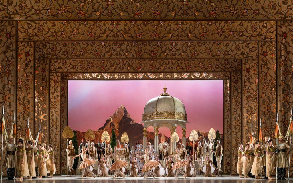 "11. Ensemble, ""La Bayadère"" by M.Petipa reconstructed by A.Ratmansky, State Ballet Berlin 2018 © Y.Revazov"