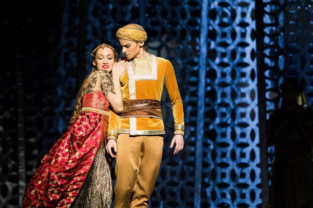 "3. K.Ovsyanick and D.Simkin, ""La Bayadère"" by M.Petipa reconstructed by A.Ratmansky, State Ballet Berlin 2018 © Y.Revazov"