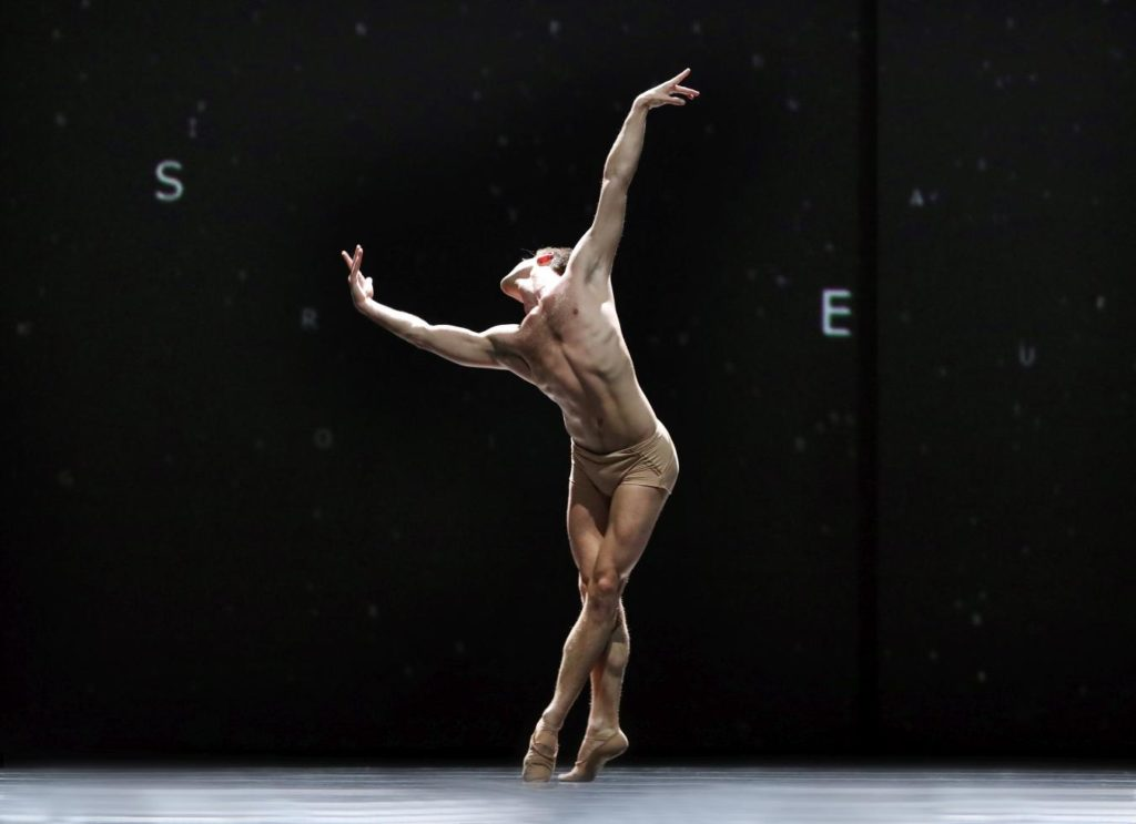 "3. E.Wijnen, ""Citizen Nowhere"" by D.Dawson, Dutch National Ballet 2019 © H.Gerritsen"