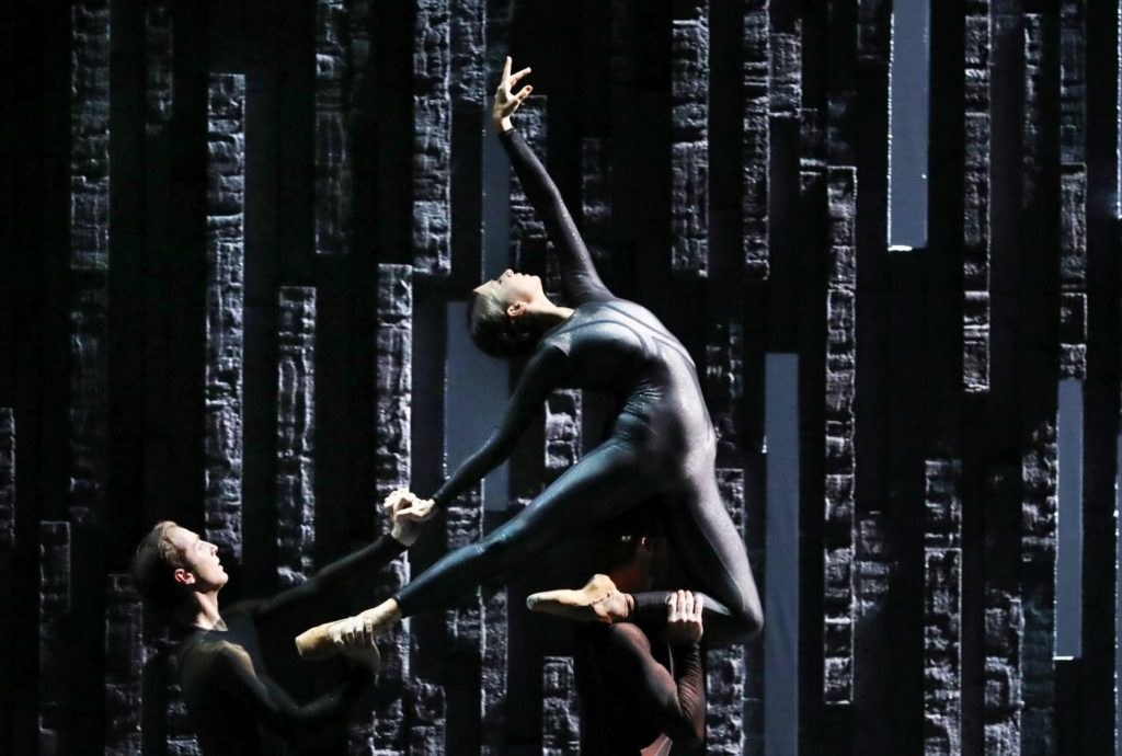 "8. J.Massarelli, S.Mukhamedov and J.Stout, ""Requiem"" by D.Dawson, Dutch National Ballet 2019 © H.Gerritsen"