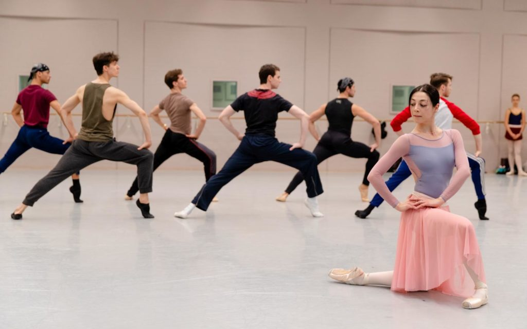 "3. M.Makhateli and ensemble, rehearsal of ""5 Tango's"" by H.van Manen, Dutch National Ballet 2019 © A.Kaftira"