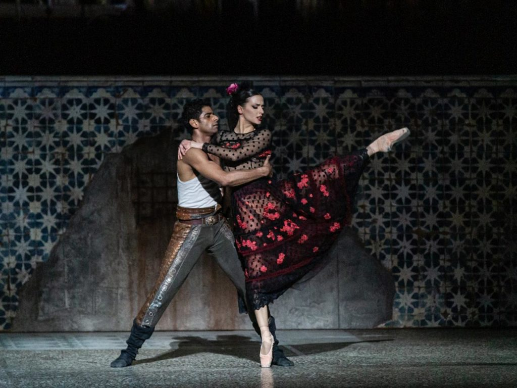 "5. A.Ramasar and S.Salvi, ""Carmen"" by J.Bubeníček, Ballet of the Teatro dell'Opera di Roma 2019 © Y.Kageyama"