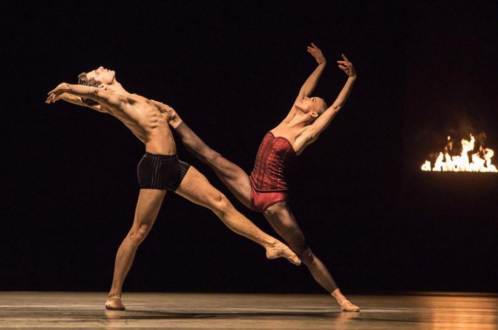 """4. Y.Bittencourt and K.Wünsche, """"Bella Figura"""" by J.Kylán, Ballet Zurich 2019 © G.Bartadon"""