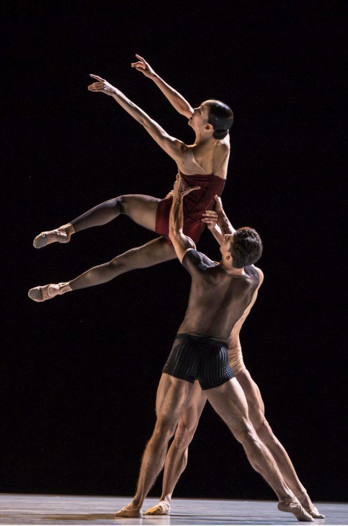 """5. S.Lim, T.Mkrtchyan and W.Chen, """"Bella Figura"""" by J.Kylán, Ballet Zurich 2019 © G.Bartadon"""