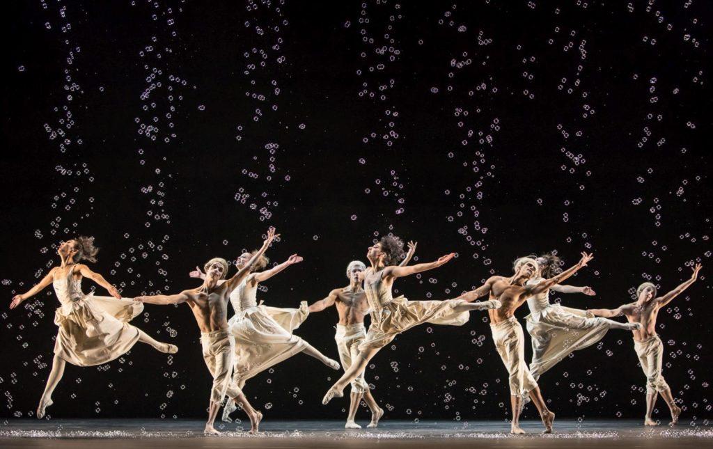 """19. M.Maeda, M.Geilings, M.Borel, L.Valente, A.Soleti, D.Slavkovský, C.Hammond and C.Parker, """"Sechs Tänze"""" by J.Kylán, Ballet Zurich 2019 © G.Bartadon"""