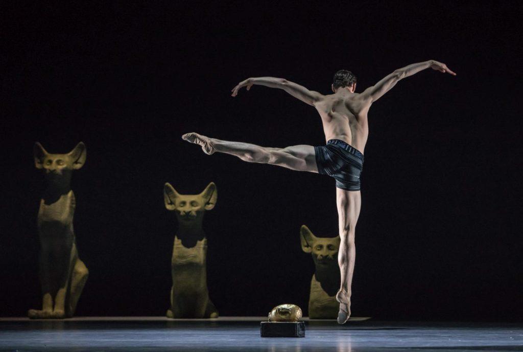 "6. C.Aitchison-Dugas, ""Stepping Stones"" by J.Kylán, Ballet Zurich 2019 © G.Bartadon"